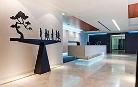 Статусно и презентабельно: использование натурального камня в офисном интерьере