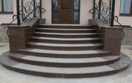 Гранит в доме. Лестницы из камня.