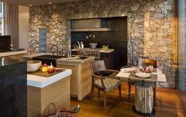 Отделка кухни под камень